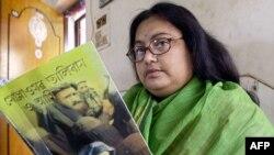 Индийская писательница Сушмита Банержи в марте 2003 года.