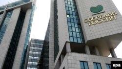Депозитов в российских банках, а кредитов больше