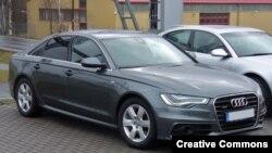 Audi A6 markalı avtomobil.