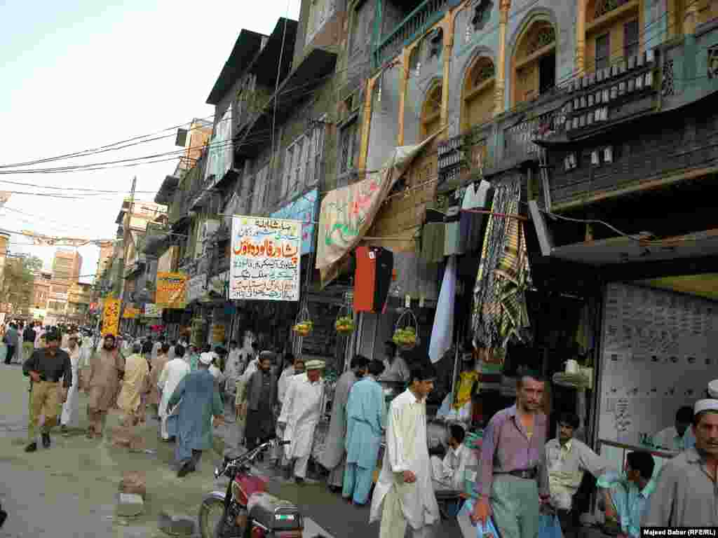 Despite threats of terrorist attacks, Qissa Khwani is crowded in the afternoons.