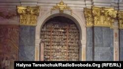 300 тисяч старих книг ще залишились у храмі
