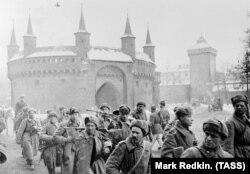 Части РККА входят в Краков. 20 января 1945 года
