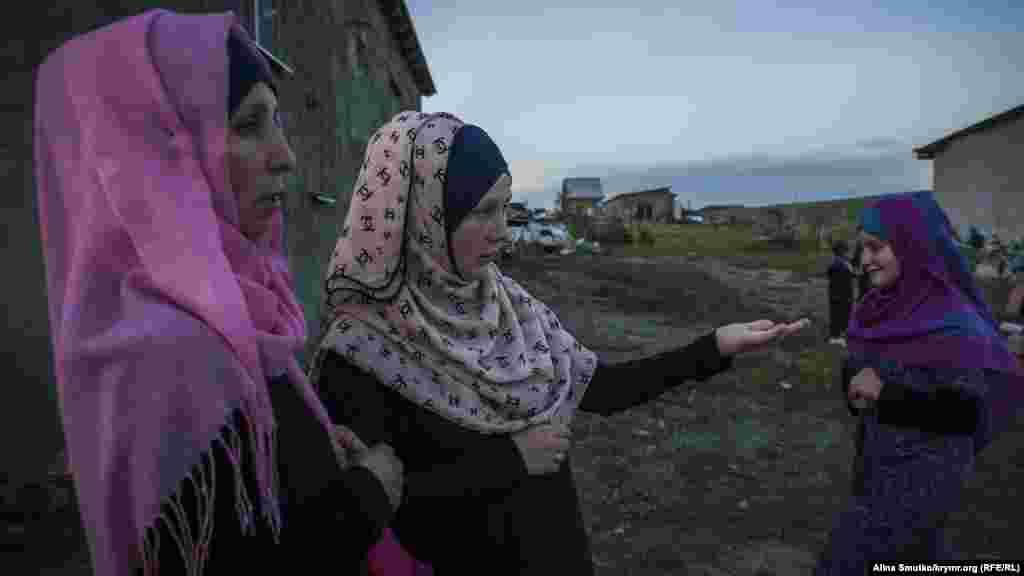 Аліме (зліва) і Фера (праворуч) – дружини засуджених братів Абдуллаєвих