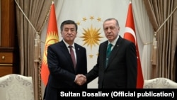 Президент Сооронбай Жээнбеков жана Түркиянын президенти Рэжеп Тайып Эрдоган. Анкара. 9-апрель, 2018-жыл.