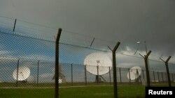 دیشهای ماهوارهای متعلق به مقر ارتباطات دولتی بریتانیا در منطقه ساحلی «بود» بریتانیا