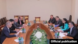 Armenia - Representatives of the Armenian government (R) and parliamentary opposition reach an agreement in Yerevan on major amendments to the Electoral Code, 17Jun2016.