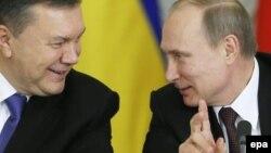 Yanukovych və Putin (sağda) 17 dekabr 2013