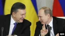 Виктор Янукович (л) и Владимир Путин (п), архивное фото