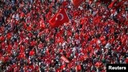 Владні сили Туреччини регулярно збирають на площі Таксім у Стамбулі демонстрації на свою підтримку