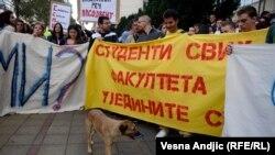 Ne tako mnogobrojni protesti zbog stanja na univerzitetima, do sada nisu imali posebnog efekta (na fotografiji jedan od protesta u Beogradu)
