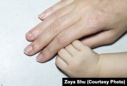 У полоні Анну постійно били, встромили в коліно ніж, пошкодили на руці палець, від чого залишився шрам