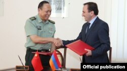 Armenia - Armenian and Chinese military officials sign a memorandum of understanding in Yerevan, 31Jul2013.