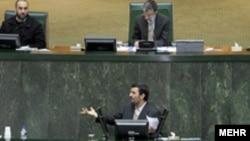 حضور بی سابقه رییس جمهوری در مجلس برای دفاع از لایحه بودجه. عکس از مهر