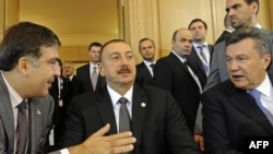 M.Saakaşvili, İ.Əliyev, V.Yanukoviç Varşava sammitində