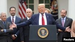 Президент Трамп в Белом доме объявляет чрезвычайное положение в США в связи с пандемией коронавируса, 13 марта 2020 года.