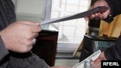 Президент Карзайдын беш жылда жемсөөлүктү кыскартканга эрки жетеби?