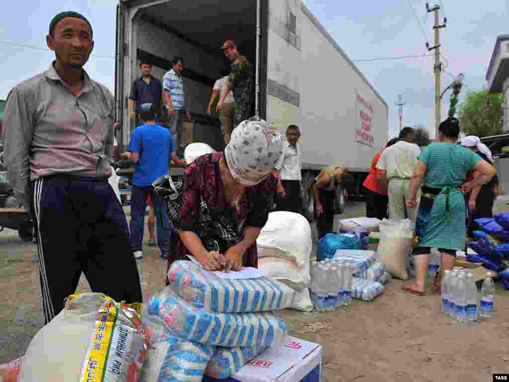 Kyrgyzstan -- Humanitarian supplies from Turkey distributed to victims of ethnic clashes in southern Kyrgyzstan, Osh, 24Jun2010 - OSH, KYRGYZSTAN. JUNE 24, 2010. Humanitarian supplies from Turkey have been delivered to Kyrgyzstan for victims of mass disorders in Osh and Jalal-Abad Regions. (Photo ITAR-TASS / Dmitry Aleshkovsky)