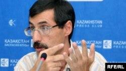 Евгений Жовтис, адам құқы жөніндегі Қазақстан бюросының директоры. Алматы, 25 тамыз 2009 жыл.