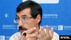Евгений Жовтис, директор Казахстанского бюро по правам человека. Алматы, 25 августа 2009 года.