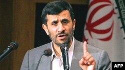 دولت محمود احمدینژاد اخیرا برای استخدام هزاران تن در استانداریها و نهاد ریاست جمهوری مجوز صادر کرده است.