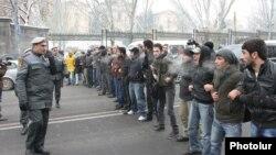 Քաղաքացիական ակտիվիստները բողոքում են գազային համաձայնագրի դեմ, 20-ը դեկտեմբերի, 2013