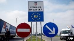 Granični prelaz Bajakovo između Hrvatske i Srbije
