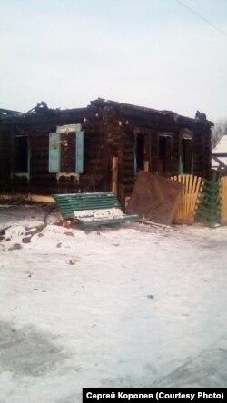 Разрушенный наводнением дом в поселке Шумский в Приангарье