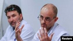 Анестезиолог Жан-Франсуа Пайен (справа)