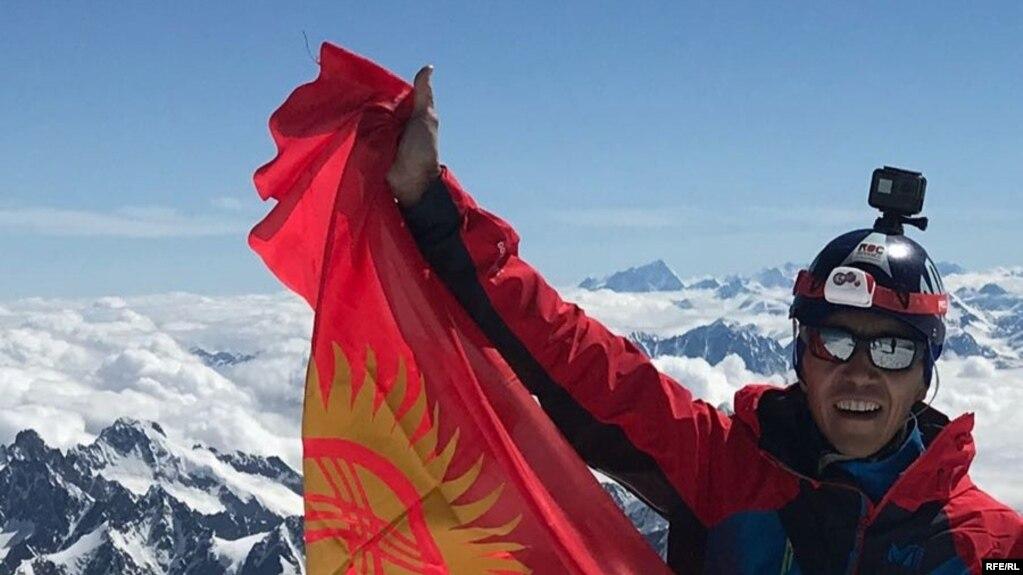 Кыргызстанец Нарын Насыров на пике Монблан.