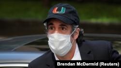 Майкл Коэн, бывший адвокат Дональда Трампа, после выхода на свободу из тюрьмы в связи со вспышкой коронавируса. Нью-Йорк, июль 2020 года.