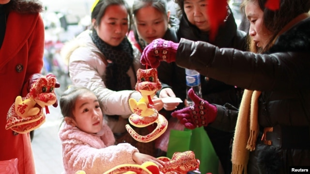 People buy plush toys in Shanghai to mark the upcoming Year of the Snake. It's unlikely that many in Russia will be following suit.