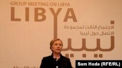 Secretarul de stat Hillary Clinton la o conferință de presă după întîlnirea Grupului de Contact asupra Libiei