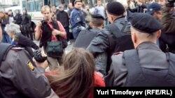"""Задержание участника акции """"Стратегии -31"""" на Триумфальной площади в Москве"""