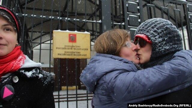 Поцілунки проти гомофобії