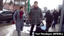 Ольга Романова и Алексей Козлов перед заседанием суда