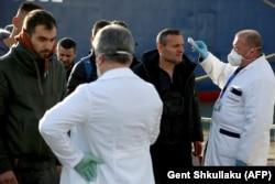 Перевірка прибулих поромом із Італії, порт Дуррес, 26 лютого 2020 року