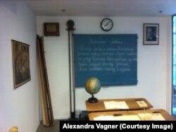 Экспозиция Музея коммунизма: урок русского языка в чехословацкой школе