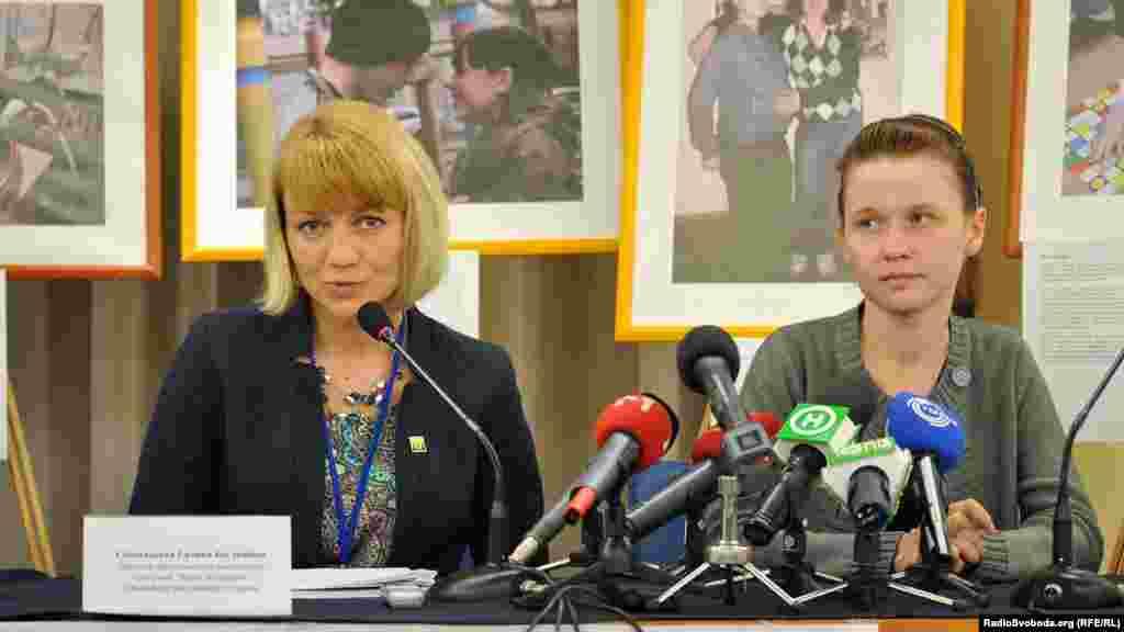 Галина Скіпальська і Карина, дівчина, що повернулась додому з вулиці