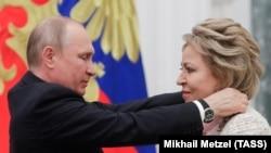 Владимир Путин и Валентина Матвиенко в Кремле, архивное фото