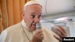 Папа Франциск виступає в літаку на шляху до Польщі, 27 липня 2016 року
