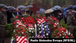Vijenci na spomen obilježju u Trusini, 16. april 2012.