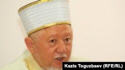 Абсаттар Дербисали в бытность верховным муфтием Казахстана. Алматы, 16 июля 2012 года.