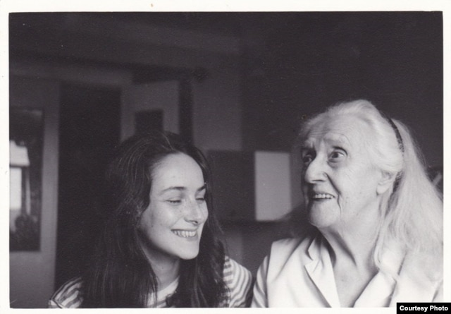 С бабушкой Айви Лоу (Маше 28 лет)