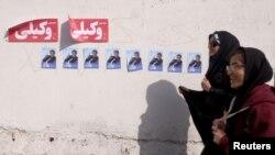 Tehranda seçki plakatları.