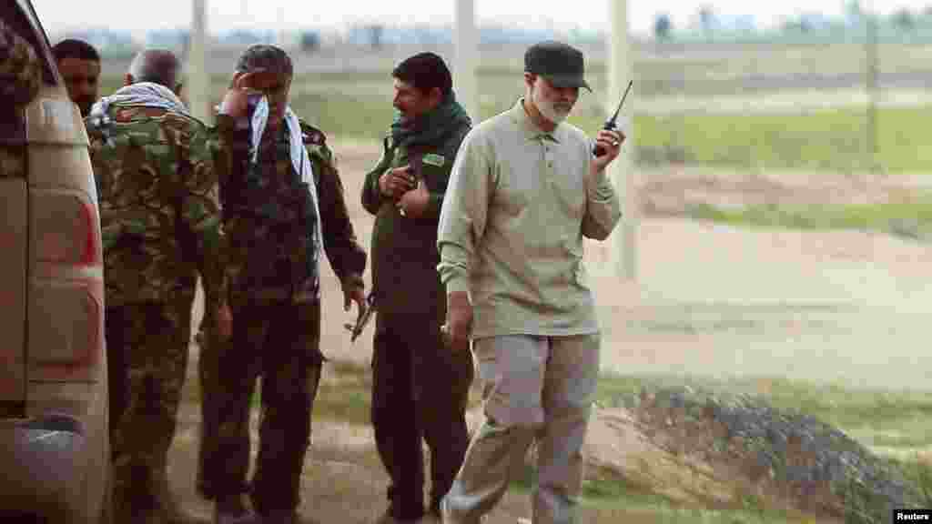 Несмотря на политическое противостояние, у США и Ирана в регионе был и есть один общий враг – террористическая группировка «Исламское государство». На фотографии 2015 года Сулеймани командует операцией проиранской вооруженной группы в иракской провинции Салах-эд-Дин против бойцов ИГИЛ