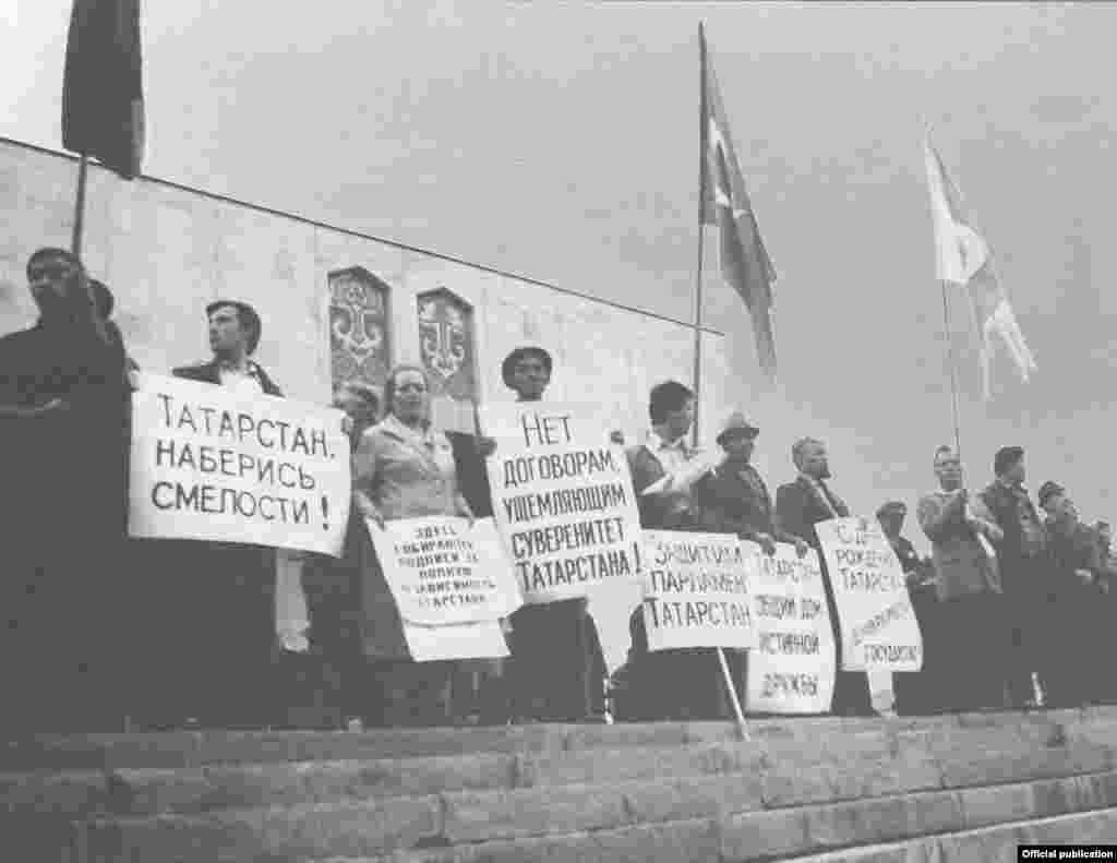 В августе, перед сессией Верховного Совета, митинги в Казани проходили регулярно. Иногда по два раза в день.