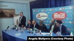 На фото участники конференции. Выступает председатель ОД «Опора Ингушетии» Барах Чемурзиев