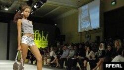 مشکلات اقتصادی، تورم و گرانی قدرت خريد طبقه متوسط را کاهش داده است ولی زنان ايتاليا با اين وجود حاضر به چشم پوشی از پوشيدن لباس های شيک و آخرين مدل نيستند.