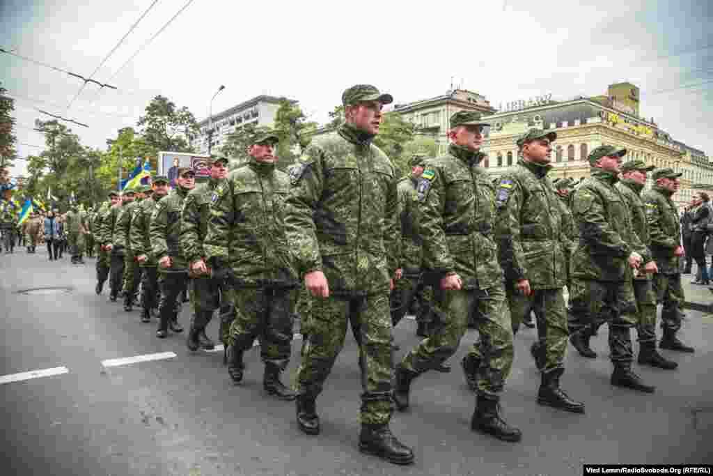Рух колони центральною вулицею Дніпропетровська