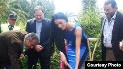 Եվա Ռիվասը ծառ է տնկել Կիպրոսի պրոմո շրջագայության ժամանակ